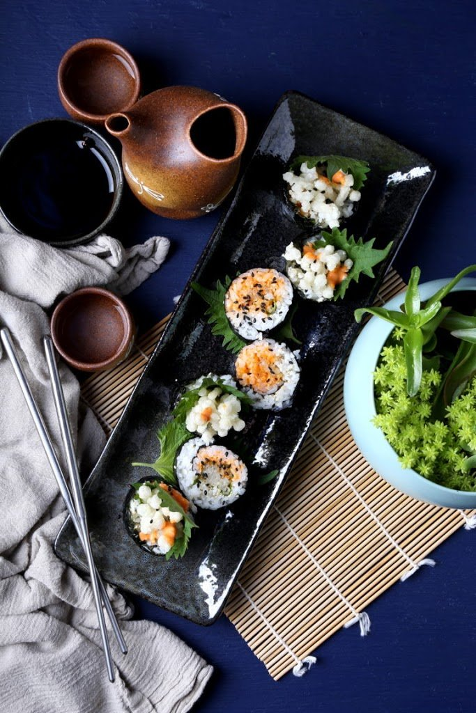Recipe for vegan spicy mushroom sushi rolls