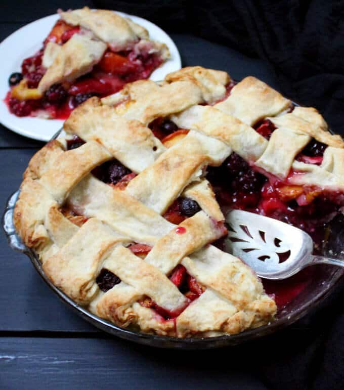 Recipe for vegan peach berry pie