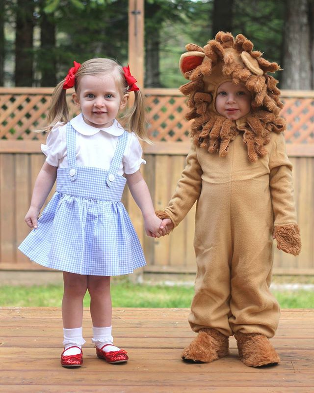 Twin Halloween costume idea using Dorothy and the Lion from The Wizard of Oz.