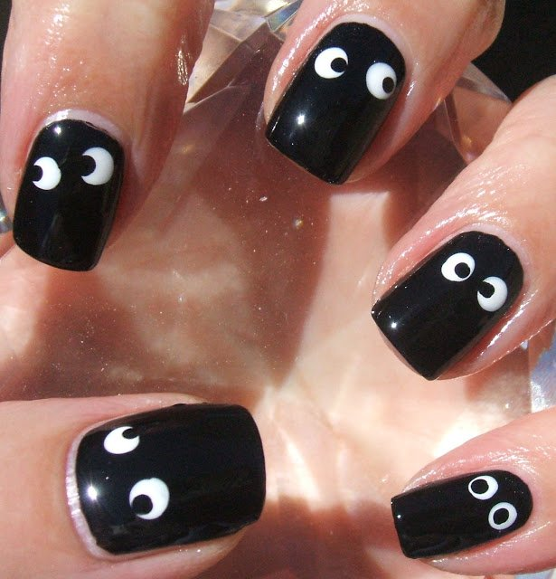 Halloween eyes nail art