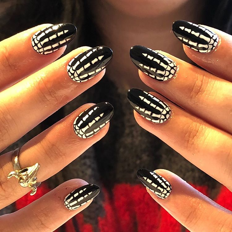 Skeleton finger nail art