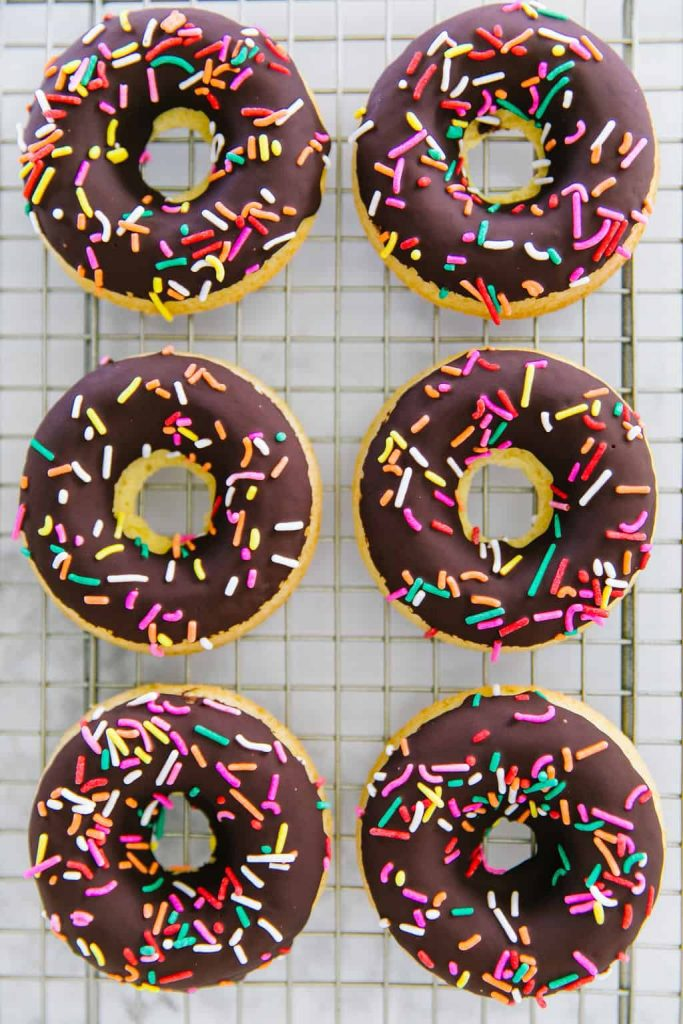 Recipe for vegan Baked Donuts With Chocolate Frosting