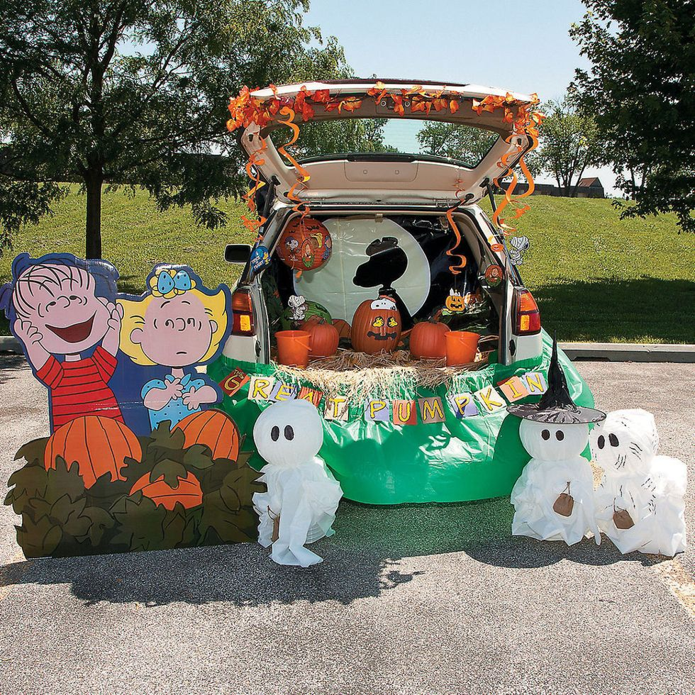 A trunk or treat example with Charlie Brown.