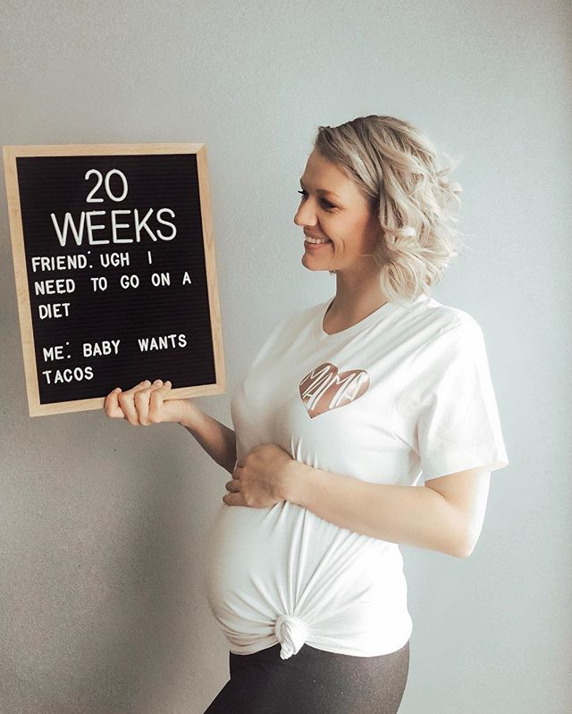 "Letter board that says ""20 weeks friend ugh i need to go on a diet me baby wants tacos"""