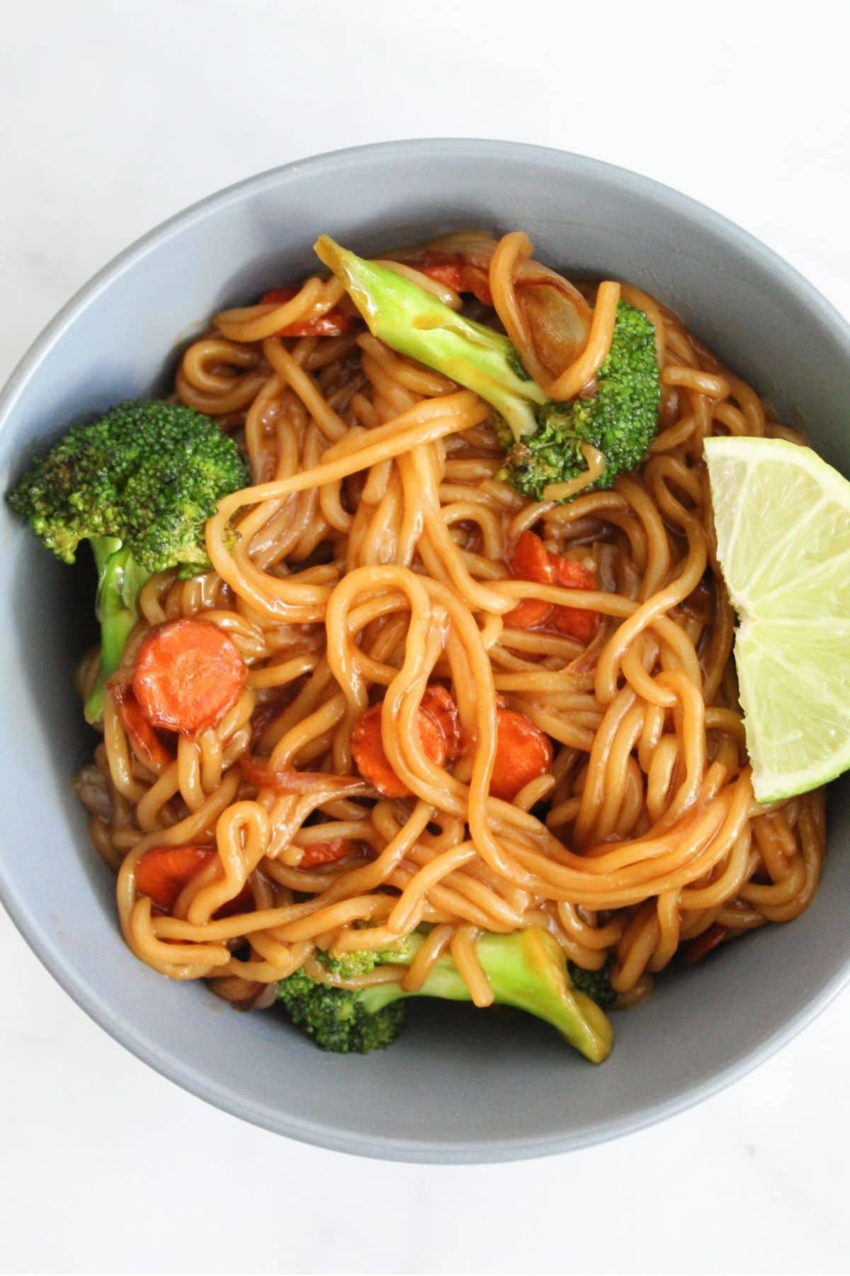 vegan ramen stir fry with carrots, shallots and broccoli
